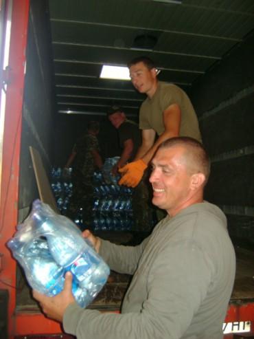 """Батальйону """"Збруч"""" доставлено з Тернопільщини майже 5 тисяч літрів води"""