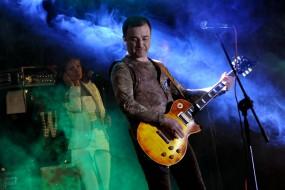 """25 жовтня у палаці культури """"Березіль"""" відбувся сольний концерт Віктора Павліка під назвою """"Дай нам Боже"""""""