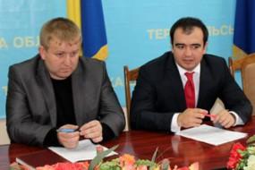 Керівник обласної освіти на Тернопільщині лобіює дружину регіонала