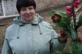 Тернопільська пенсіонерка цілий тиждень прикрашала власний під'їзд