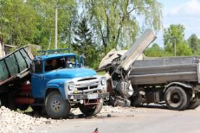 Зіткнення двох вантажівок закінчилося трагедією