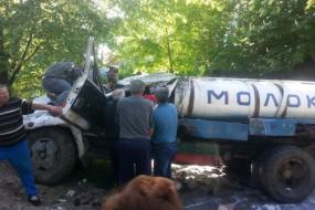 У результаті перекидання молоковоза загинув водій