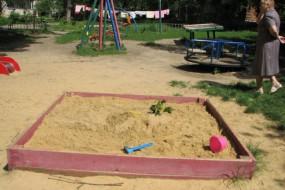 Тернополян просять не забирати пісок з дитячих пісочниць