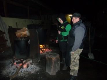 Волонтери у Шумську готують тушонки солдатам в АТО (фото)