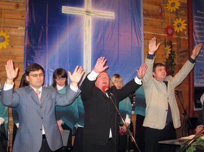 """Губернатор Хоптян знову """"запустив"""" на Тернопільщину менонітів-месіонерів. Теребовлянщина шокована!!!"""