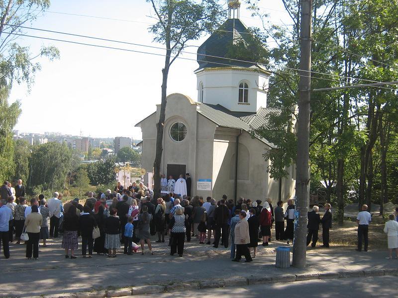 25 вересня у Тернополі, на вулиці Карпенка, неподалік колишнього цегельного заводу, відбулося освячення Храму Перенесення Мощей св. Миколая