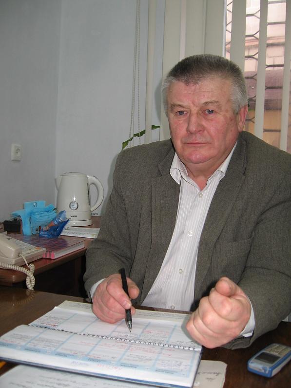 На будинку, де проживав поет та громадський діяч Євген Безкоровайний, встановлено меморіальну таблицю