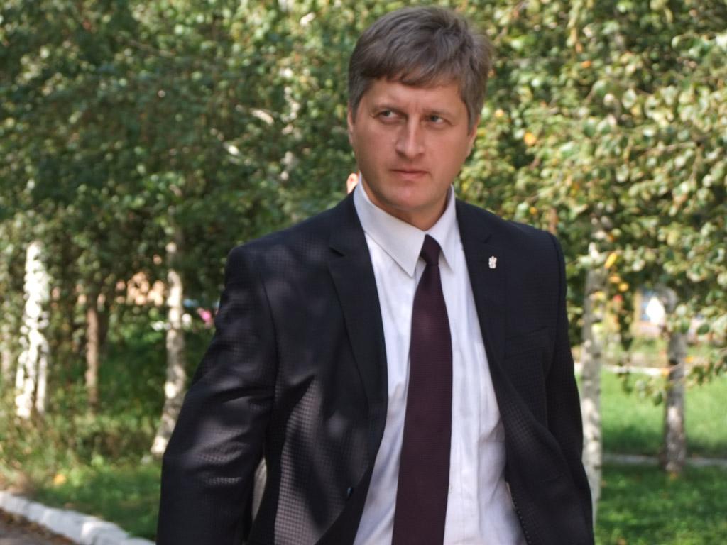 У Тернополі нардеп зірвав вивіску з ОДА, прокуратура відкрила кримінальне провадження