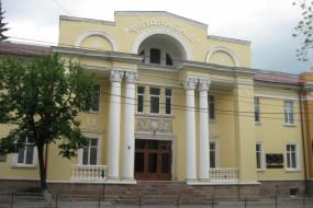 """Тернопільська філармонія вкотре """"втре носа"""" академічному театру"""