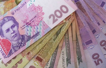 Поки господарі прибирали на цвинтарі, зловмисниця викрала з їх будинку 10 тисяч гривень