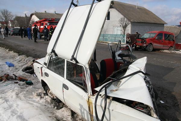 Троє загинуло і ще троє в лікарні внаслідок аварії на Гусятинщині