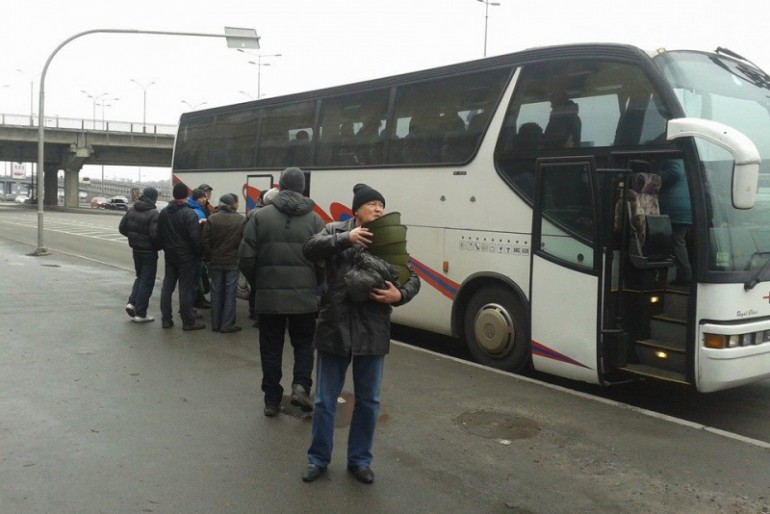 Нардеп з Тернопільщини у столиці відібрав у тітушок військову амуніцію