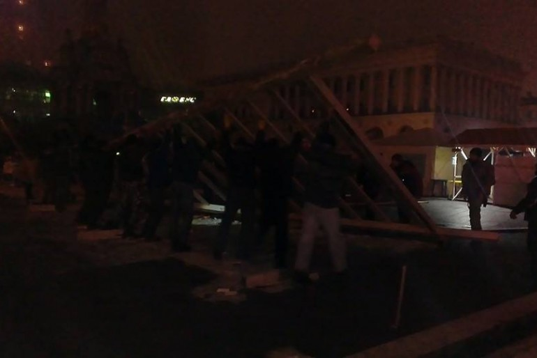 На Майдані спорудили піраміду
