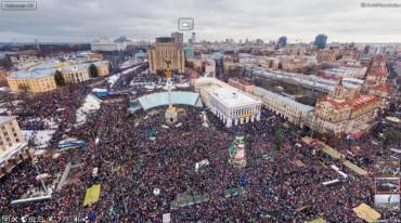 """На Майдані зібрались сотні людей у підтримку затриманих активістів блокади """"торгівлі на крові"""""""