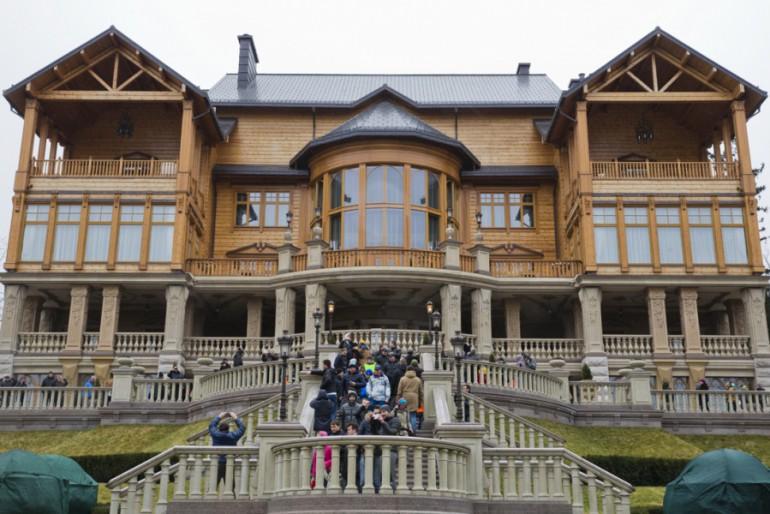 Золото Януковича: розкоші Межигір'я вражають