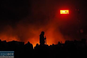 Під СБУ у Вінниці запалили шини