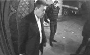 Як Янукович покидав Межигір'я: відео евакуації цінностей