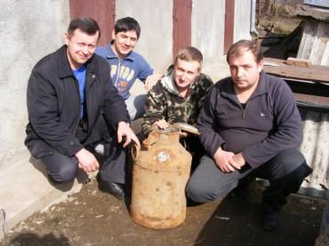 У лісі, між Куропатниками і Жуковом на Бережанщині, знайшли архівні документи ОУН