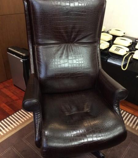 Керівник податкової працював у кріслі за 70 тисяч євро