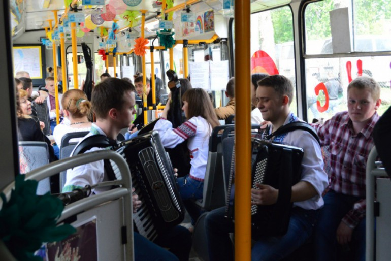 "Тернополян возить ""Тролейбус щастя"""