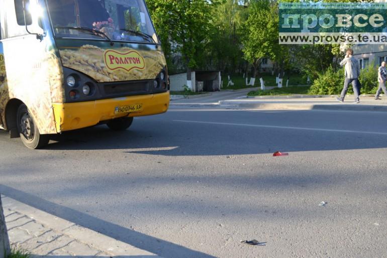 Щойно сталися дві аварії біля тернопільського педуніверситету (фото, відео)