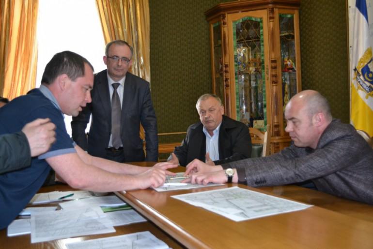 З італійською засмагою мер Тернополя захищав інтереси будівельника