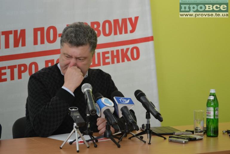 "Порошенко приїхав до Тернополя, об'ївшись цукерками ""п'яна вишня""?"