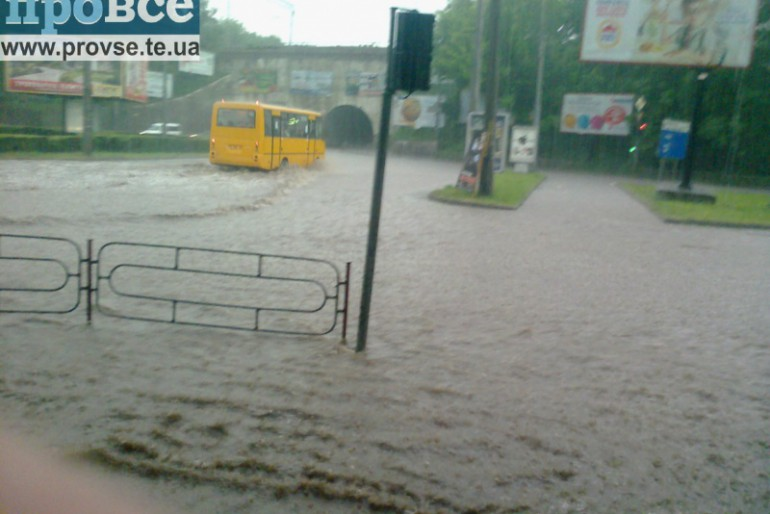 Тернопіль у полоні водної стихії (фото)