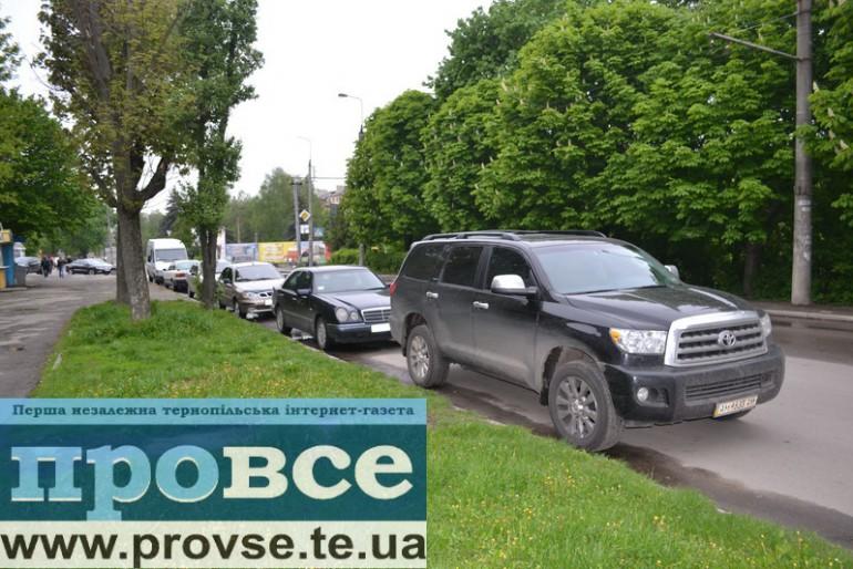 До Тернополя Олег Тягнибок приїхав на Toyota Sequoia за $100 000