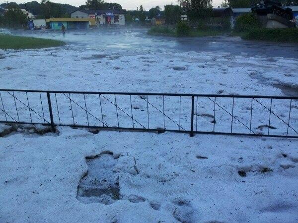 Збараж накрило градом: на городах – лід!