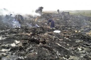 """Пасажири збитого """"Боїнга-777″ були живі і падали на землю у повній свідомості"""