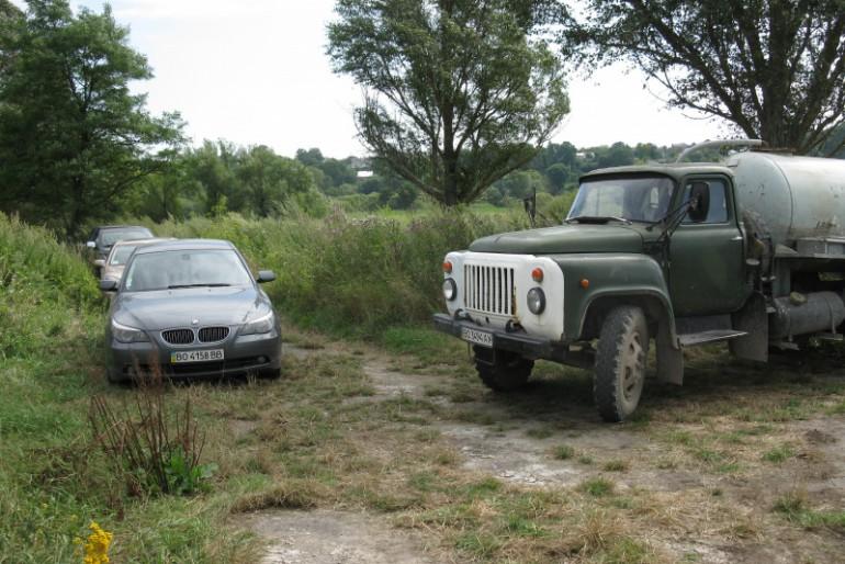 У Великих Бірках впіймали автомобіль, який забруднював річку
