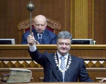 Порошенко запропонував заарештовувати кошти на банківських рахунках українців