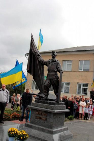 На День Незалежності відкрили пам'ятник Герою Небесної сотні Сашку Капінос