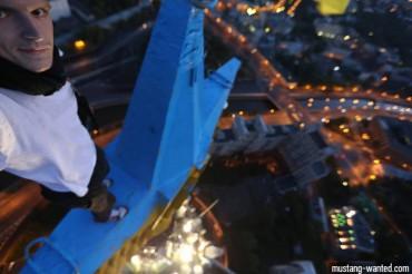 Як Mustang Wanted 6 годин фарбував зірку в Москві і чому це зробив