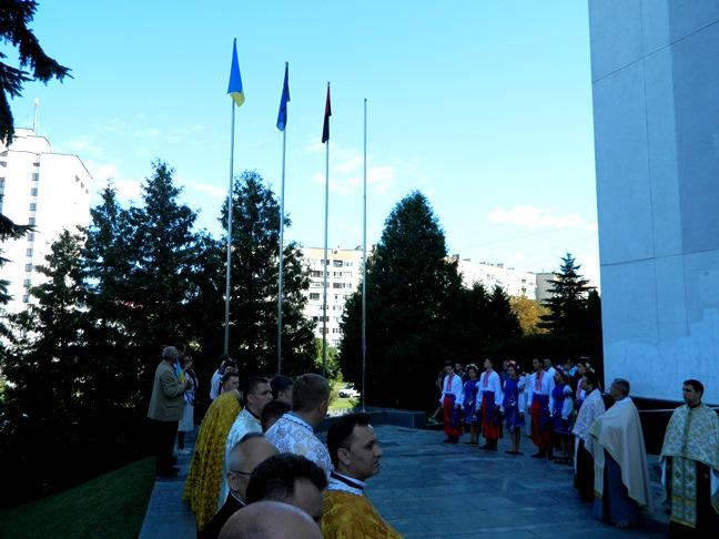 Над Тернопільською адміністрацією замайоріли три прапори