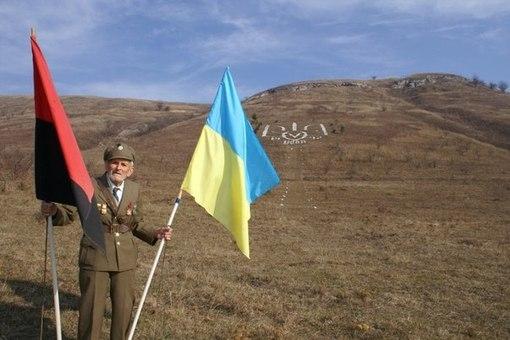 Найбільше в Україні зображення Герба України, викладене з каменю, видно з космосу