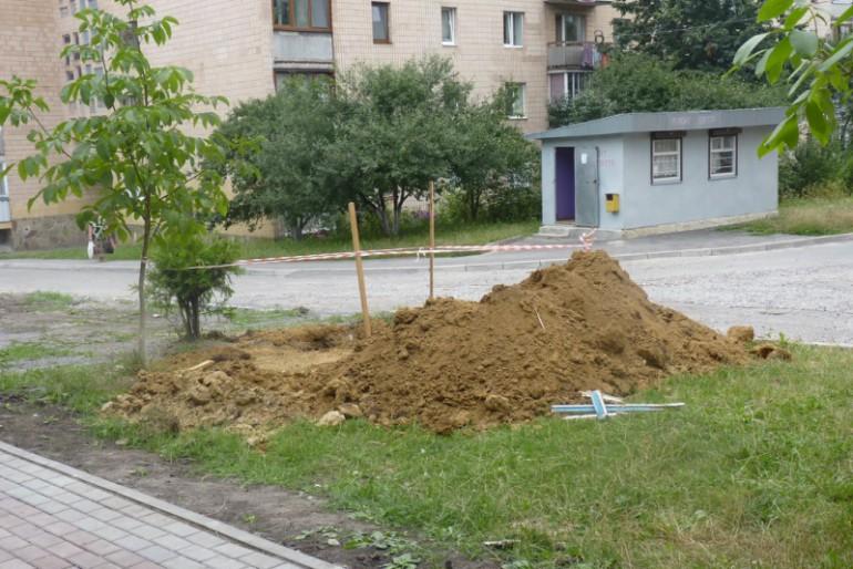 У Тернополі знову незаконно забудовують зелені території