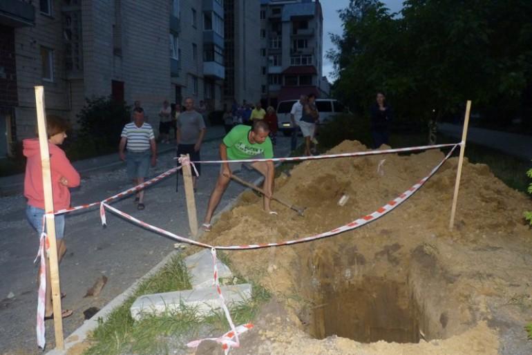 Тернополяни захистили зелену зону на Карпенка та обіцяють Надалу протистояти до кінця!