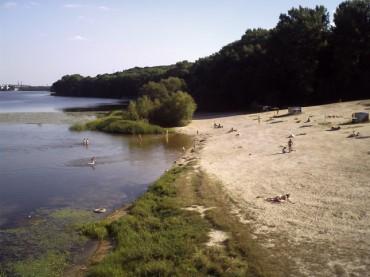 Під час купання на дальньому пляжі в Тернополі втопився чоловік
