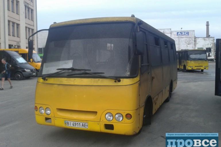 """Головному перевізнику """"Сорочинської ярмарки"""" спалили три автобуси і пошкодили ще тридцять"""