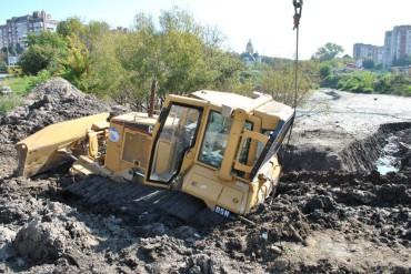 У болоті місцевого значення імені Тернопільської міської ради ледь не втопився бульдозер