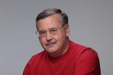 Янукович відпочиває, порівняно з Порошенко