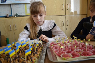"""Солдат батальйону """"Шахтарськ"""" подякував тернопільським школярам за листи і обереги"""