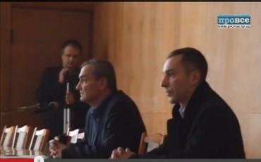 Голова Шумської райдержадміністрації уникнув недовіри з допомогою тітушок (відео)