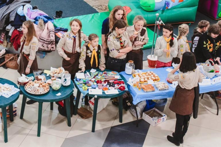 Тернопільські пластуни провели ярмарок, гроші з якого передадуть сім'ї загиблого в АТО Віктора Гурняка