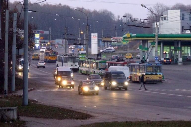 """У Тернополі тролейбусна """"пробка"""""""