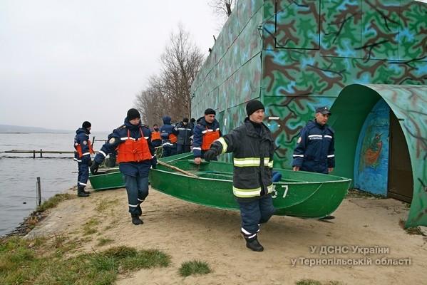 Тривають пошукові роботи втопленика на водоймі села Горішній Івачів