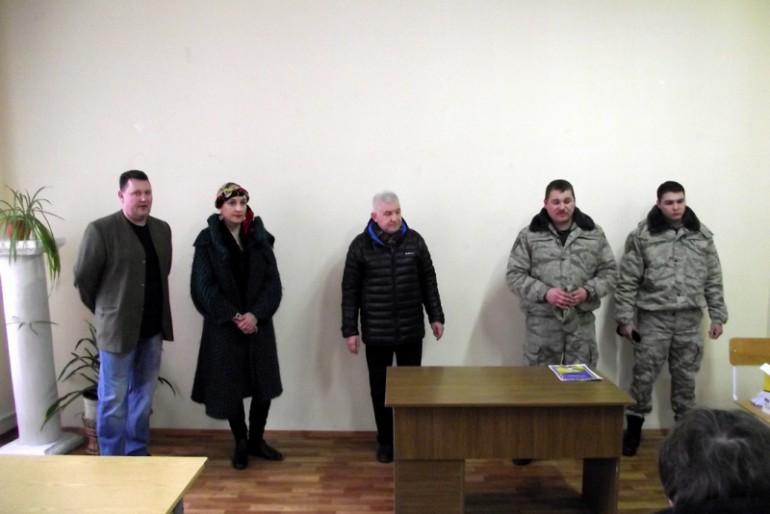 Тернопільські політехніки передали бійцям АТО маскувальну сітку