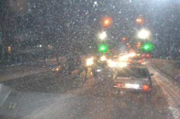 """Через аварію біля 11 школи кілометрова """"пробка"""" (відео)"""